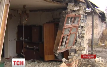 """Бойовики випалили вогнем """"Градів"""" центр Кримського"""