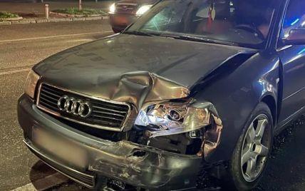 В Киеве легковушка с пьяным водителем влетел в авто патрульных: правоохранителей госпитализировали (фото)