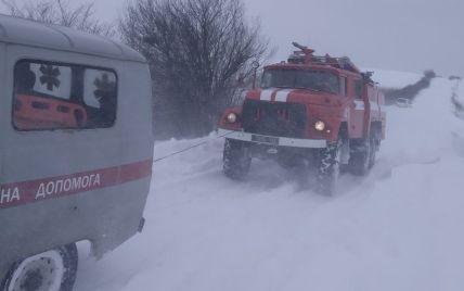 У Львівській області лікар швидкої діставався на виклик пожежним автомобілем: фото