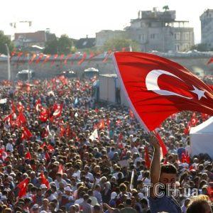 У Туреччині ракетами обстріляли аеропорт