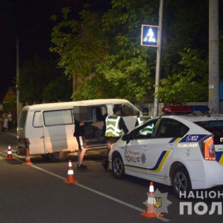Ховався в лісі: у Вінниці затримали водія, який на тротуарі збив дівчину і втік