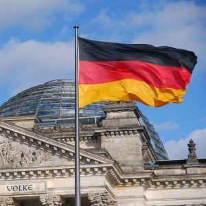 """""""Нападения ничем не могут быть оправданы"""". Германия обеспокоена штурмом посольства США в Ираке"""