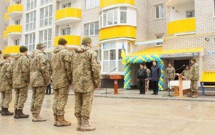 В Украине в этом году построят три военных городка - Полторак