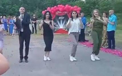 Танцюючий вчитель з Полтавської області підірвав Мережу (відео)
