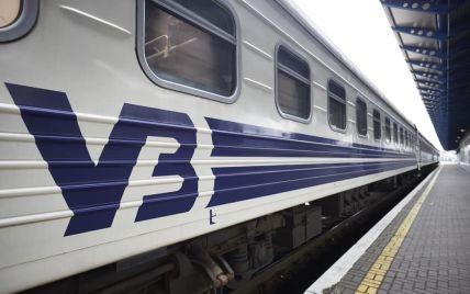 Продали квитки на вагони, яких не було: пасажири з Києва змушені були їхати 12 годин у переповненому поїзді