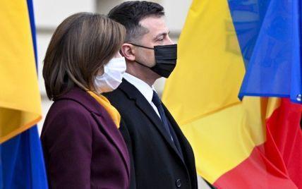 Зеленський, попри туман, таки дістався на парад до Дня Незалежності Молдови