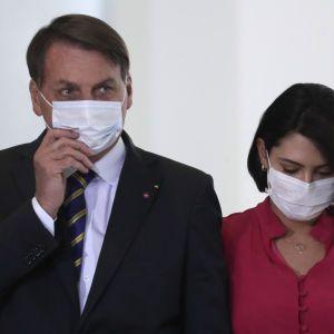 У дружини президента Бразилії виявили коронавірус