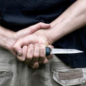 Ледве не вбив за зовнішній вигляд: в Одесі чоловік сім разів вдарив ножем перехожого