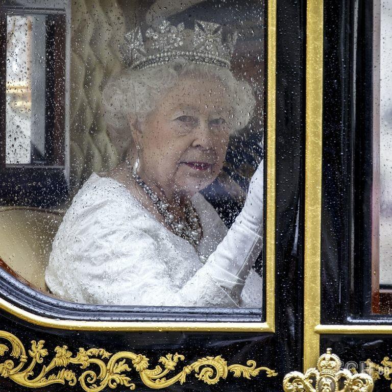 Королева Елизавета II на открытии парламента: рассматриваем образы последних лет