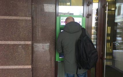 """В """"ПриватБанке"""" рассказали, в каких случаях будут рассекречивать налоговикам счета клиентов"""