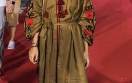 Ксения Собчак пришла на красную дорожку в вышиванке от украинского бренда