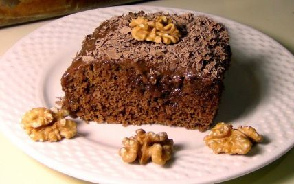 Маленьке свято з медовими нотками: кавовий пиріг з горіхами і чорносливом
