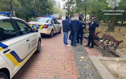 В центре Львова в парке трое мужчин устроили стрельбу: фото