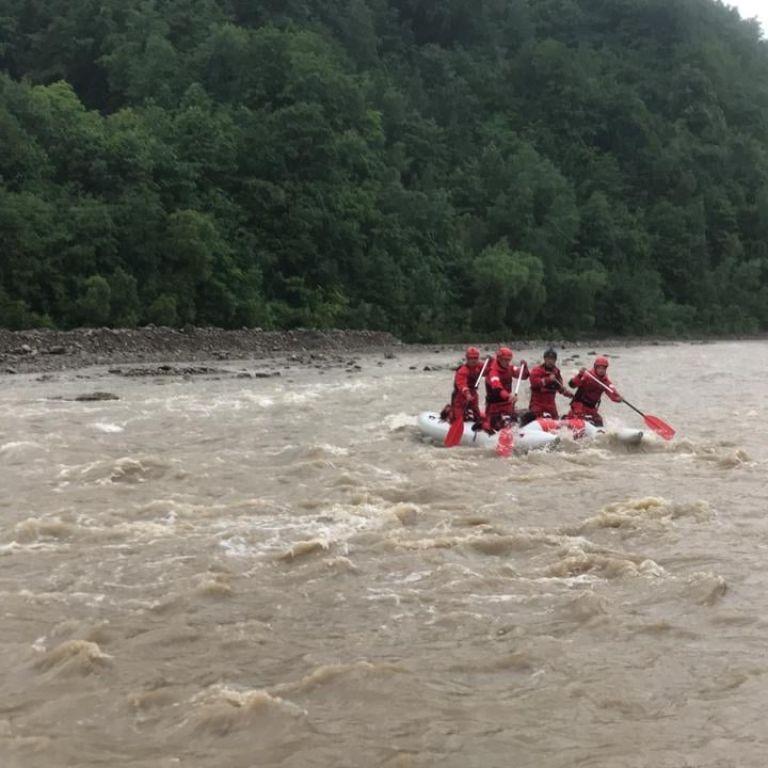 Поскользнулся накамнях: на Прикарпатье нашли тело пропавшего 12-летнего мальчика, который упал в реку Черемош