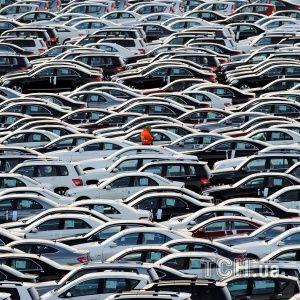 """Львовские таможенники """"крышевали"""" незаконный ввоз более десяти тысяч авто с иностранными номерами"""