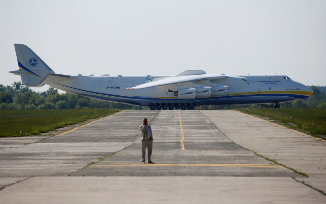 Літак вилетів з аеропорту Гостомеля. / © Reuters