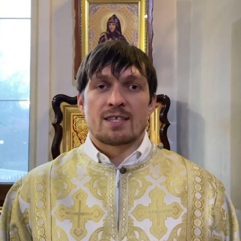 Усик у ролі священика і Селезньов на пробіжці: українські спортсмени привітали вболівальників з Різдвом