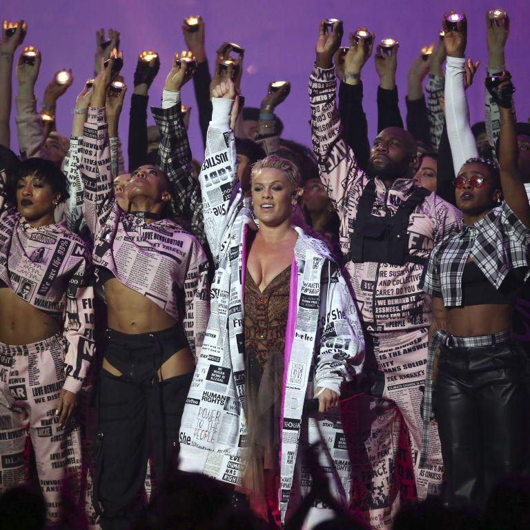 Розкішна сукня Дуа Ліпи та спеціальна нагорода для Pink: як минула церемонія BRIT Awards-2019