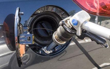 Газ на заправках б'є рекорди: експерти розповіли, чи чекати на здешевшання