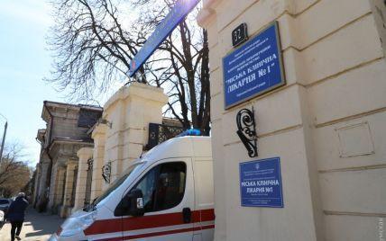 В Одессе бездомные хотели украсть важное медоборудование в больнице, которая принимает инфицированных коронавируса