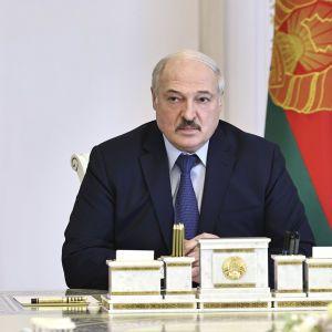 Лукашенко пригрозил закрыть границу Беларуси для немецких товаров