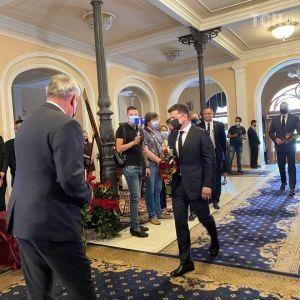 Зеленский приехал в Национальную Филармонию на прощание с Чапкисом