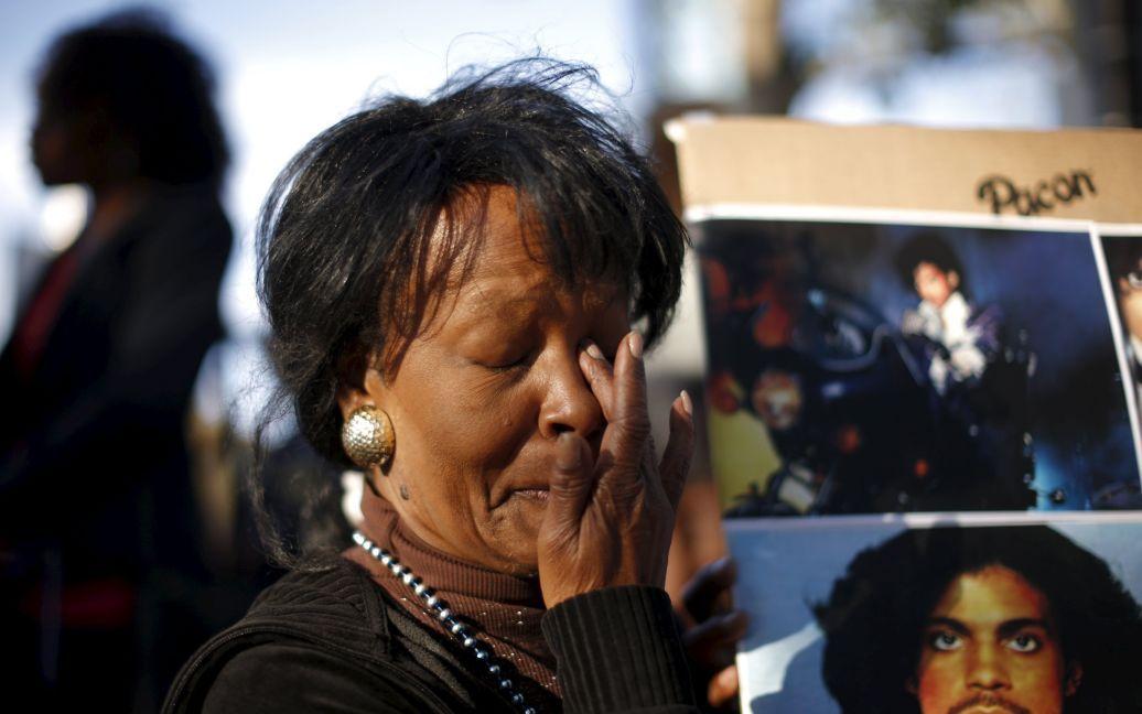 Фаны вспоминали жизнь музыканта / © Reuters