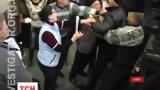 """""""Тітушки"""" влаштували бійку на конференції кримських татар у Сімферополі"""