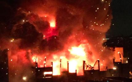 На территории завода в Москве вспыхнул самый крупный пожар за последние 25 лет
