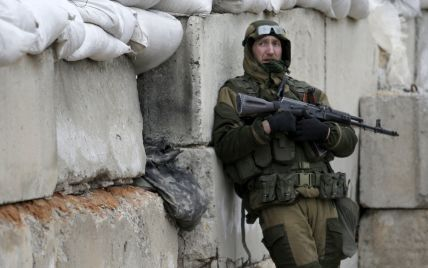 На Донбасі десятки невідомих у чорній формі зводять опорні пункти для бойовиків