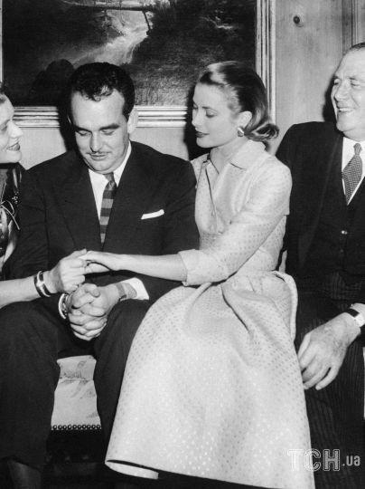 Грейс Келли, ее родители и князь Ренье III / © Associated Press