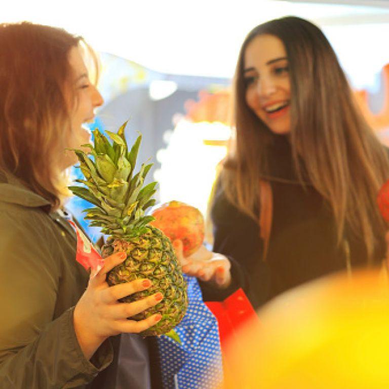 Експерти пояснили, як не купити на Новий рік замість тропічних фруктів корм для тварин