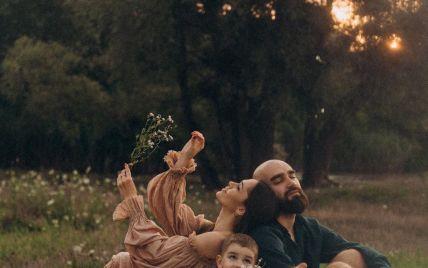 Юлія Саніна замилувала ніжним фотосетом з чоловіком та сином і розсекретила, що любить