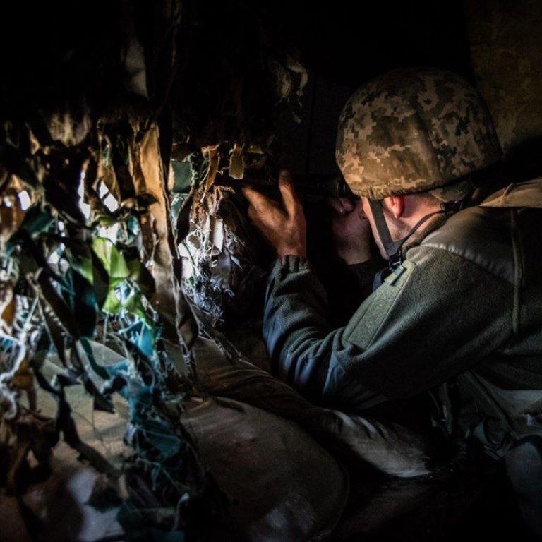 Бойовики не припиняють обстріли позицій ЗСУ: військовий отримав кульове поранення