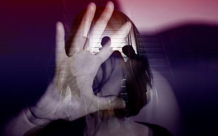 Затягнули до підвалу і ґвалтували на камеру: подробиці групового насильства над 14-річною закарпаткою