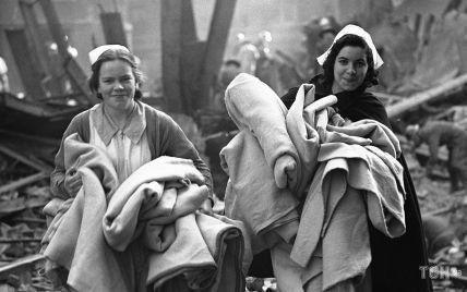 """Опасный трюк, прививка для """"зайчика"""" Playboy и кадр разгромленного Лондона: 3 ретрофото дня"""