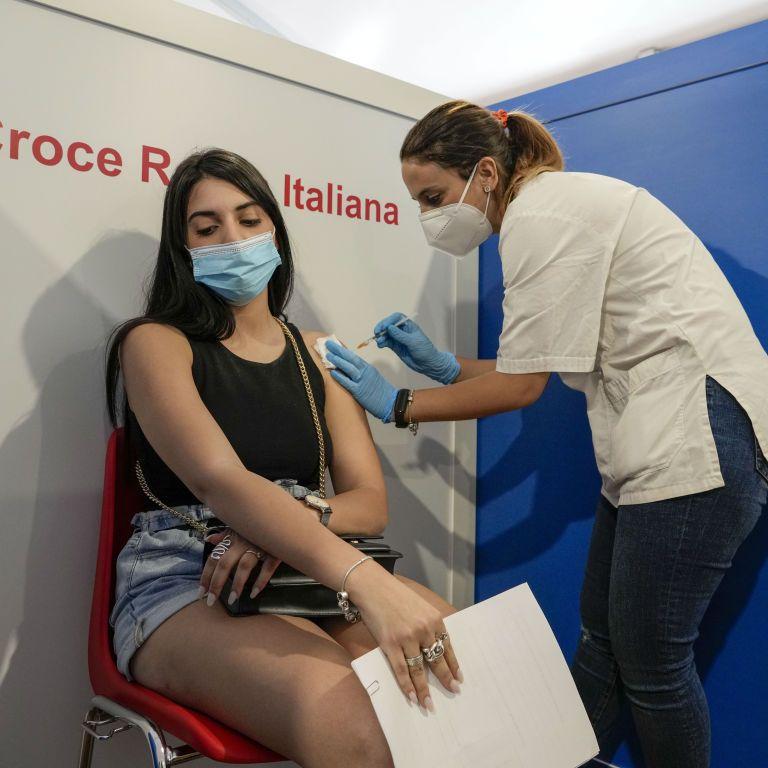 В Италии разрешили использование смеси вакцин от COVID-19