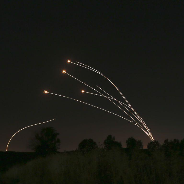 Израиль впервый раз  после перемирия нанес авиаудары пообъектам боевиков всекторе Газа