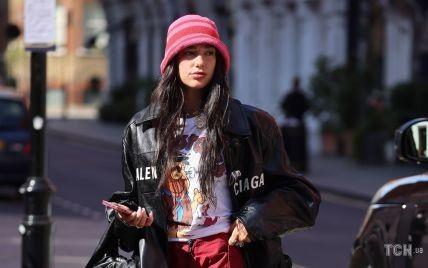 В штанах с карманами и смешной панамке: Дуа Липа на улицах Лондона