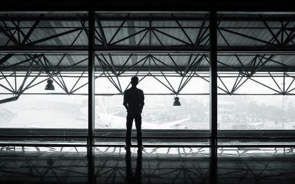 В аеропорту російського Ростова затримали двох іноземців через написи на футболках