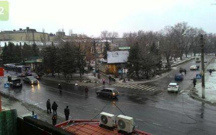 У Донецьку снаряд потрапив в зупинку: є загиблі та поранені - ЗМІ