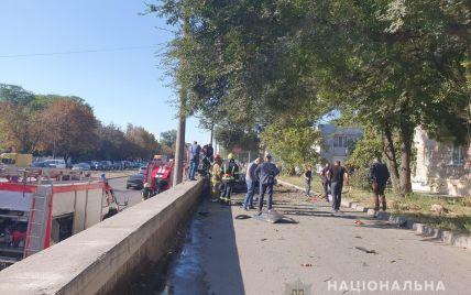 От одного до двух килограммов тротила были прикреплены под днищем авто, что взорвалось в Днепре — источники