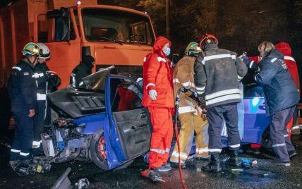 У Дніпрі померла 18-річна постраждала страшної ДТП зі сміттєвозом: в якому стані інші потерпілі