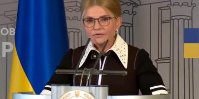 В наряде с белым воротником и без кудрей: новый образ Юлии Тимошенко