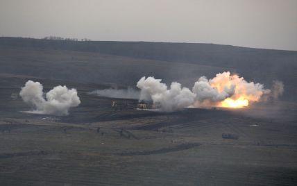 На Донбасі вантажівка з військовими підірвалась на вибуховому пристрої