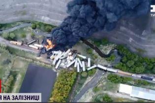 Аварія на залізниці: у США зійшов із рейок потяг, що перевозив хімікати