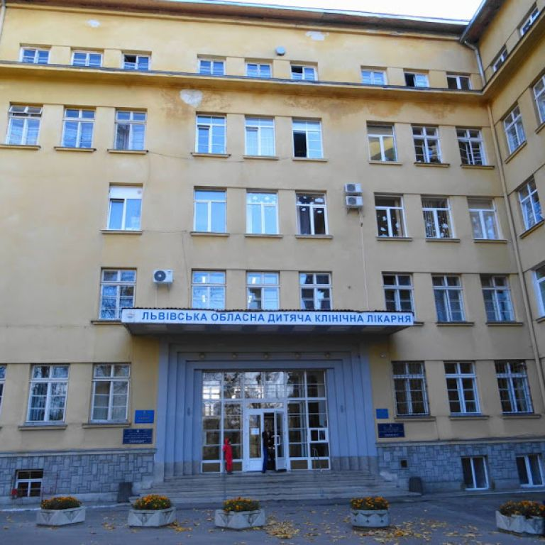 У Львові 10-річна дитина з коронавірусом потрапила на ШВЛ