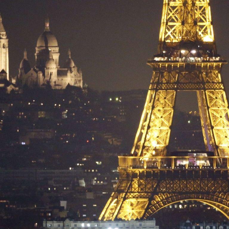 Эйфелева башня погаснет в полночь в знак уважения жертв теракта в Манчестере