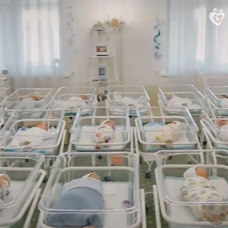 Діти на продаж: у готелі Києва утримують 46 дітей від сурогатних матерів, яких не можуть віддати іноземцям