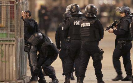 В Сеть попало видео очевидца масштабной спецоперации в Париже
